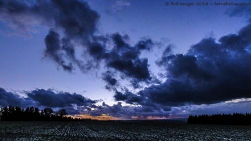 La nuit tombe après la grêle - assemblage de 2 images : Sony HX5V ; 1/13 ; f/8 ; iso 125